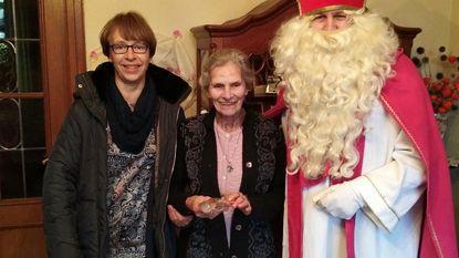 Sinterklaas gaat op bezoek bij ouderen