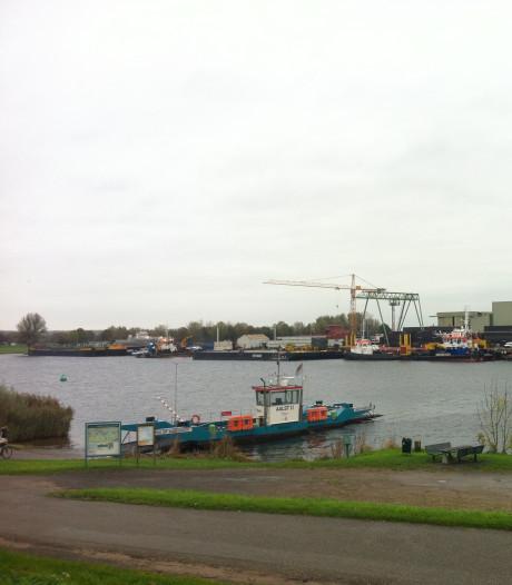Riveer: Veer Aalst-Veen vrijdag even uit de vaart