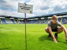 Stadions leeg, maar het gras wordt gewoon gemaaid en gesproeid