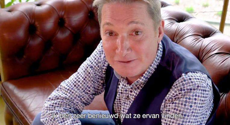 Bart Kaëll stelt zijn nieuwe covers voor.