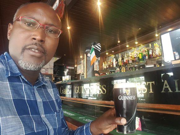 Ook Theo Nsengi (CD&V) kwam van een Guinness genieten in de Ierse pub.