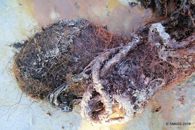 Ook visnetten en touw werden aangetroffen.