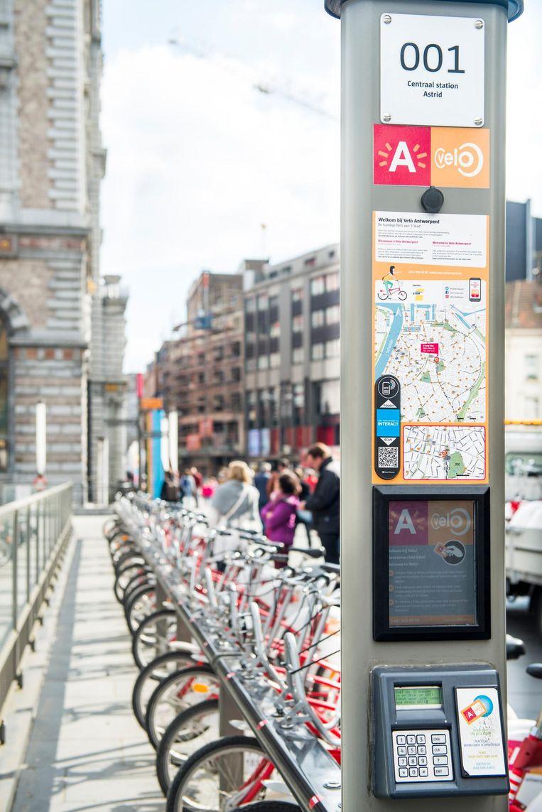 Een deelstation van Velo aan het Centraal Station. De voorbije jaren kwamen er heel wat nieuwe fietsdeelsystemen bij.