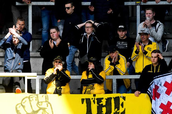 De trouwe aanhang van NAC Breda, bij de wedstrijd tegen SC Heerenveen. Degradatie een feit.