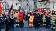 Brandweermannen houden minuut stilte bij Manneken Pis