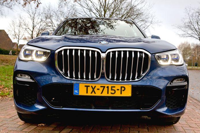 Een BMW X5. 45.7 procent van de BMW-rijders  hengelde in 2017 zeker één prent binnen.