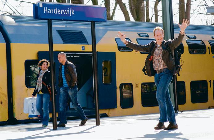Deze man lacht nog, maar er is vaker reden tot huilen voor de reizigers op het traject Utrecht-Zwolle.