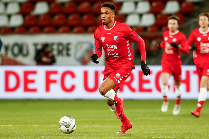 Patrick Joosten op weg naar de 1-0 voor Jong FC Utrecht tegen Jong Ajax