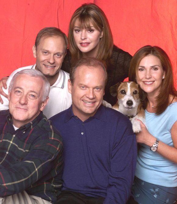 John Mahoney, links onderaan, met de rest van de cast van 'Frasier'.