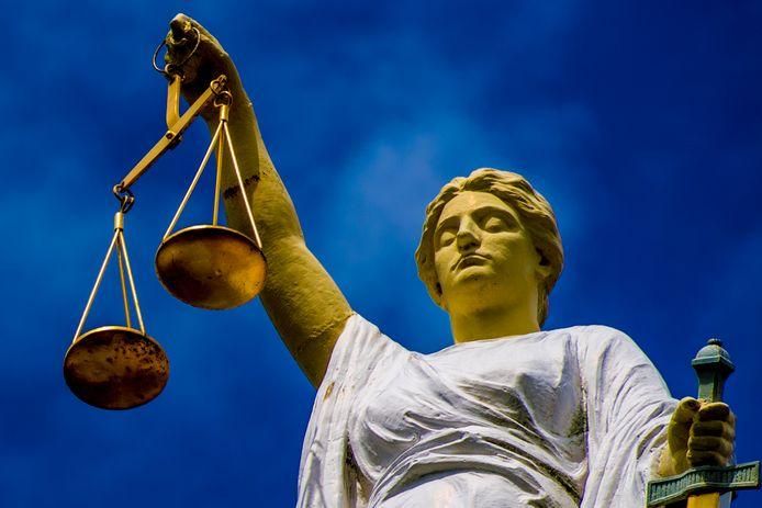 Over twee weken weet een 26-jarige asielzoeker of hij de cel in moet na de steekpartij in het azc te Overloon.