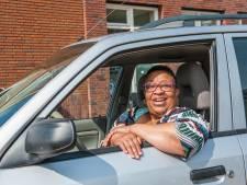 Buurtmoeder Marian 'Dushi' Eisden kan weer rijden na autobrand: anonieme gever schenkt auto