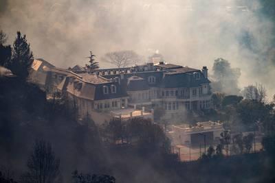 bosbranden-bereiken-peperdure-villawijk-los-angeles