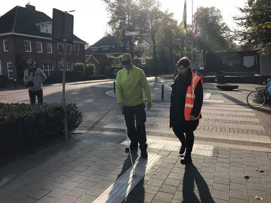 De luxe oversteek voor blinden en slechtzienden bij de Secretaris van Rooijstraat.