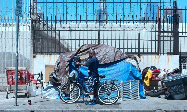 Tentenkampje in een van de straten van Los Angeles. Beeld AFP