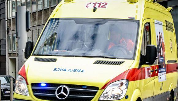 De man werd met een zware hoofdwonde naar het ziekenhuis gebracht, maar bezweek aan zijn verwondingen.