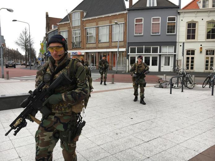 Mariniers in de binnenstad van Vlissingen.
