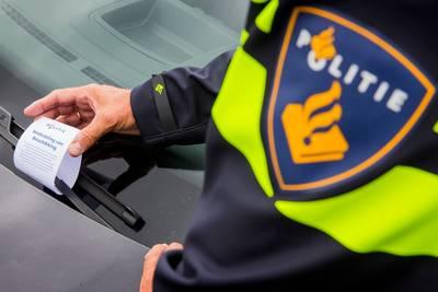 Verkeerscontrole op A59 bij Made: 95  bekeuringen voor niet handsfree bellen