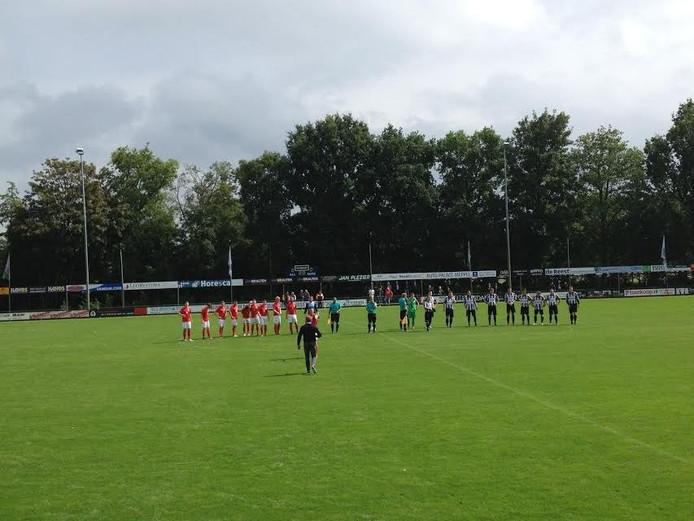 Begin wedstrijd hoofdklassers MSC Meppel - Silvolde.