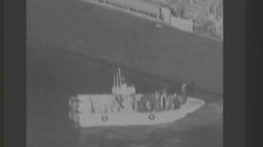 Videostill VS: 'Iraans marineschip verwijdert mijn van olietanker'.