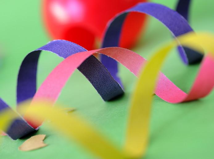 DEN HAAG - Confetti, slingers en carnavalsartikelen. ANP XTRA LEX VAN LIESHOUT