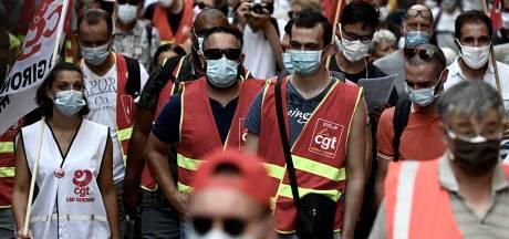Plus de 10.000 manifestants contre les suppressions d'emplois à Paris et Marseille