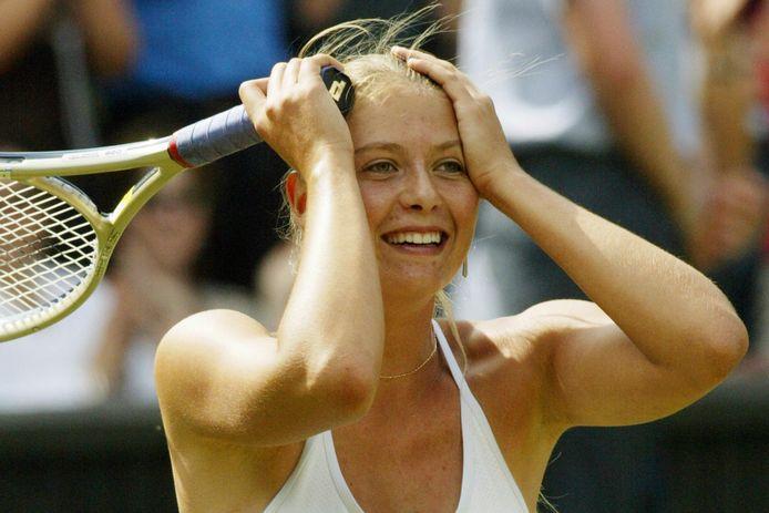 Maria Sjarapova nadat ze in 2004 de finale op Wimbledon won.
