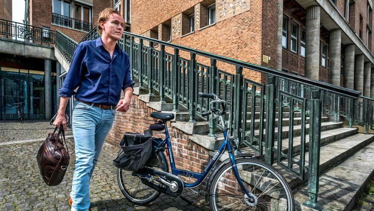 Remy Maessen, werkt na een traineeship Twentse Overheid bij de gemeente Hengelo Beeld Raymond Rutting/de Volkskrant