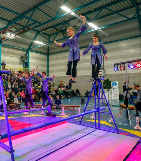 Genieten van live muziek, acrobaten en jongleurs in Veldhoven