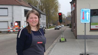 """Stoepen opengebroken in centrum van Budingen: """"Plots begonnen hier werken en niemand wist van iets!"""""""