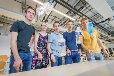 twentse-studenten-ontdekken-geheim-achter-%E2%80%98water-bottle-flip%E2%80%99