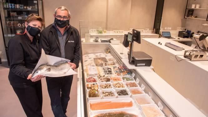 """Met Sel de Mer heeft Oudenaarde na vele jaren weer een viswinkel: """"Coronacrisis haalde ons uiteindelijk over de brug"""""""