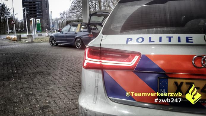 Een bestuurder op de A58 bij Tilburg werd voor de achtste keer betrapt op het rijden zonder rijbewijs.