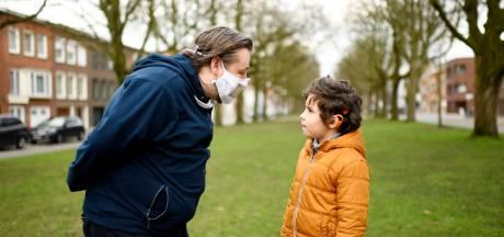 Stad Antwerpen verdeelt 5.000 maskers met doorkijkvenster