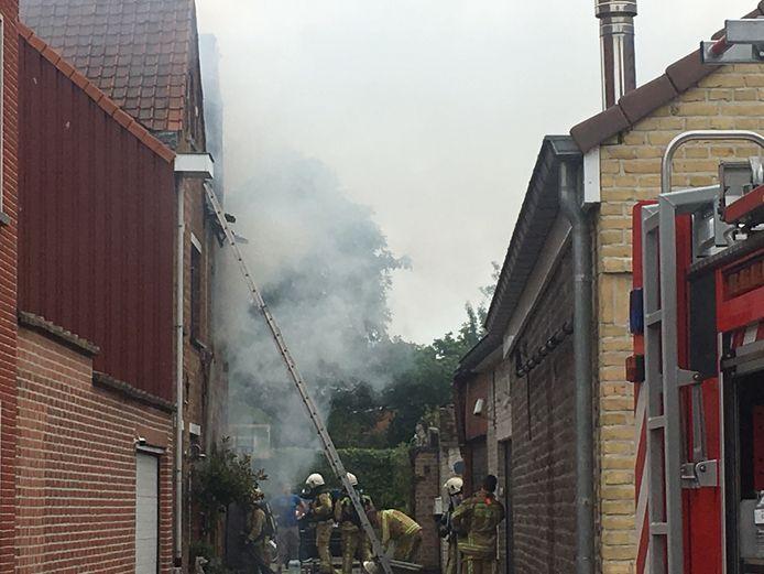 De brand veroorzaakte heel wat rook.