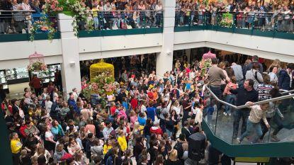 Overrompeling in Ring Shopping: 3.000 fans voor cast Ketnetreeks #LikeMe