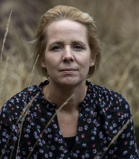 Last van een coronadip? 'Veel mensen zijn nu alleen in hun verdriet', zegt Twentse rouwtherapeut Marjolein