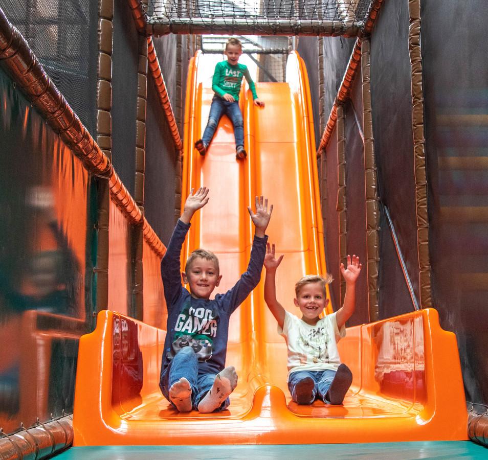 Het speelparadijs De Flierefluiter in Raalte heeft de safari-tent nog altijd op de mini-camping staan, ondanks de aansporing van de gemeente het onderkomen vóór begin juni te verwijderen.