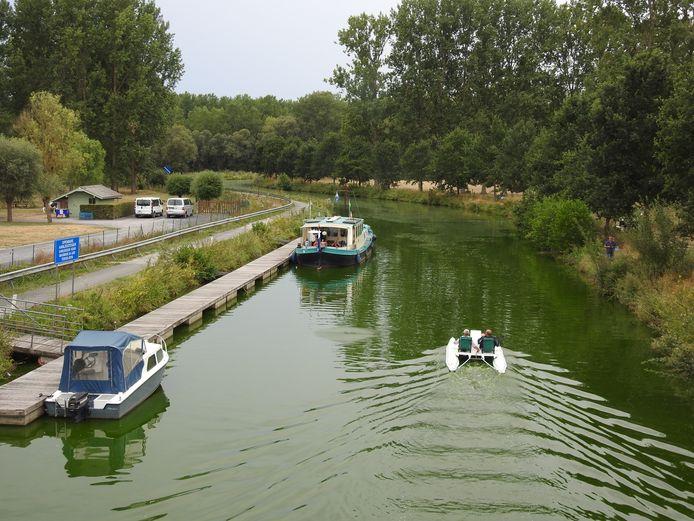 De eerste pedalo op de Dender in Ninove, tijdens een testvaart vorig jaar.