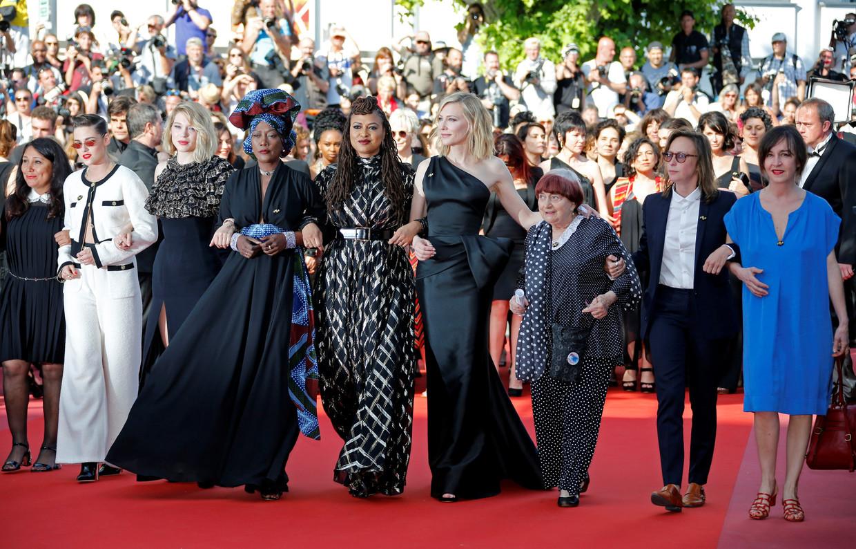 Cannes, Frankrijk, 12 mei 2018. Juryleden Kristen Stewart, Lea Seydoux, Khadja Nin and Ava DuVernay, Cate Blanchett en regisseur Agnes Varda.