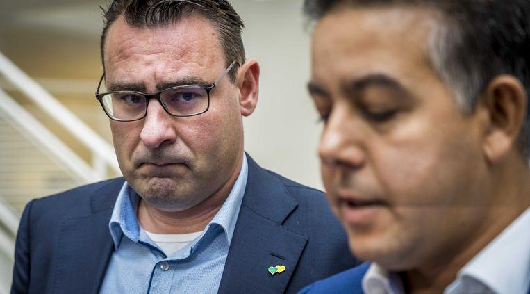 De in opspraak geraakte wethouders Richard de Mos en Rachid Guernaoui bieden in het Atrium formeel hun ontslag aan als wethouder. Ze worden verdacht van corruptie, omkoping en schending van het ambtsgeheim. ANP LEX VAN LIESHOUT Beeld ANP