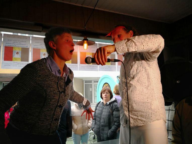 Een van de deelnemers vorig jaar aan het BK meeuwen schreeuwen.