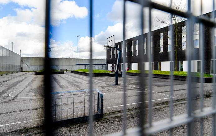 Het detentiecentrum in Rotterdam heeft last van agressieve, manipulatieve mannen.