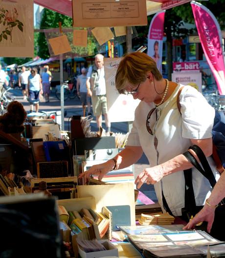 Organisator boekenmarkt Ermelo vertrouwt op zijn buienradar: streep door laatste editie vanwege regen