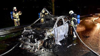 Gestolen auto in brand gestoken vlak bij snelweg E403