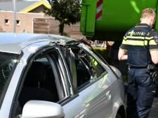 Vuilniswagen botst tegen auto in Kloosterhaar