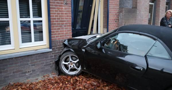 Grote schade aan Porsche en woonhuis na botsing in Kaatsheuvel.