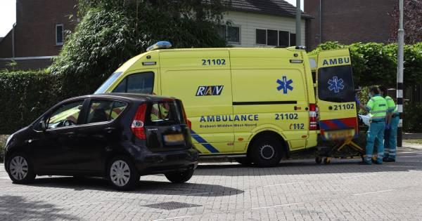 Fietsster na botsing met auto in Boxtel met onbekend letsel naar ziekenhuis.