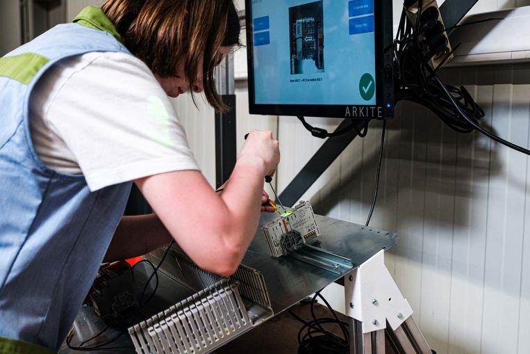 Maatwerkbedrijf Bewel slaat het pad richting technologie in. De eerste wapenfeiten? Enerzijds de aanwerving van een R&D-expert, anderzijds de ingebruikname van een zogenaamde 'virtuele assistent' in de werkplaats. In picture: