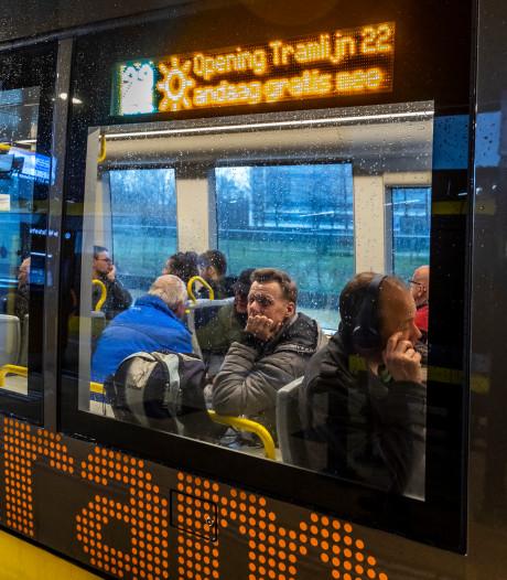 Van heinde en ver in de rij voor de Uithoflijn: tramfanaten halen hun hart op tijdens eerste echte rit