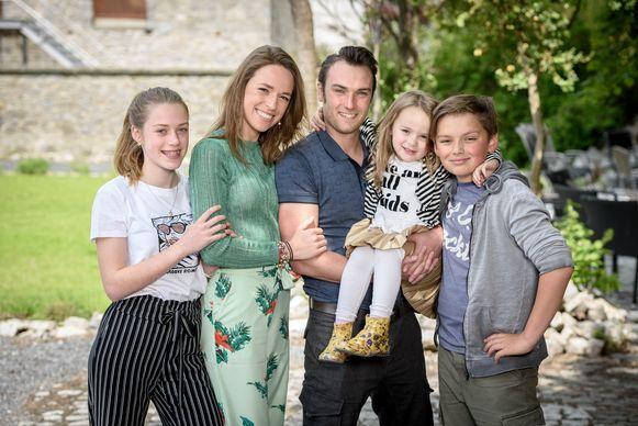 Stephanie Planckaert met haar partner Christopher en hun kinderen Iluna, Mageno en Elara